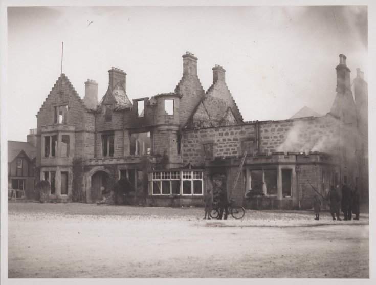 Sutherland Arms Hotel after fire 1941
