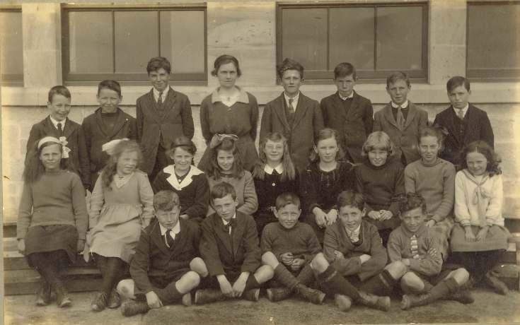 Dornoch Academy class photograph, ~1920
