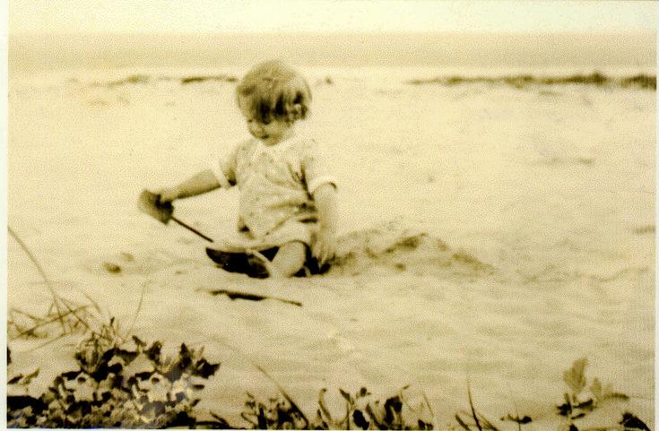 Bobbe McCulloch on Dornoch beach 1935