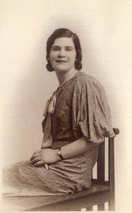 Studio photograph of Margaret Munro