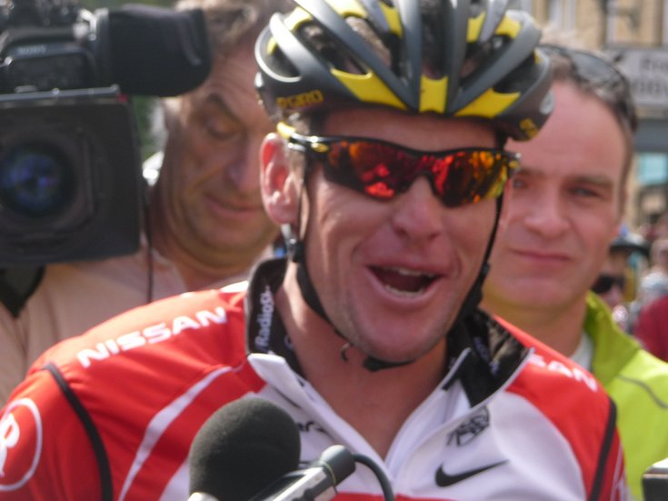 Cycling legend Lance Armstrong comes to Dornoch 17 July 2011
