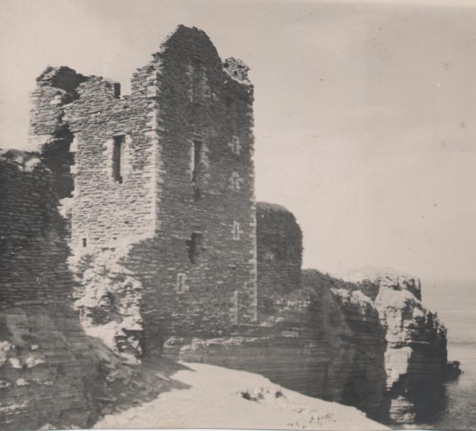 Kathleen Lyon photograph collection - Castle ruins