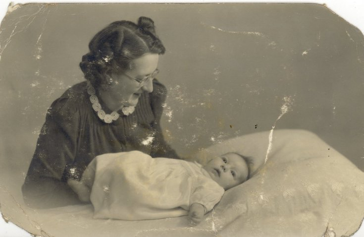 Margaret Lincoln (nee Button of Embo) with baby son Tony