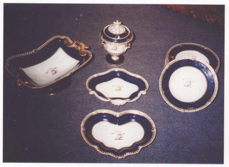 Hamilton Bruce heraldic dinner ware