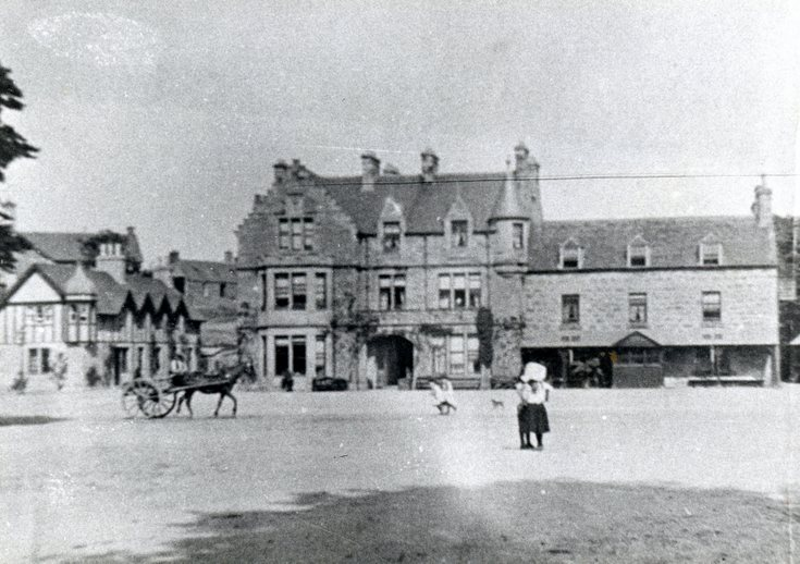 Horse drawn cart at the Sutherland Arms Hotel