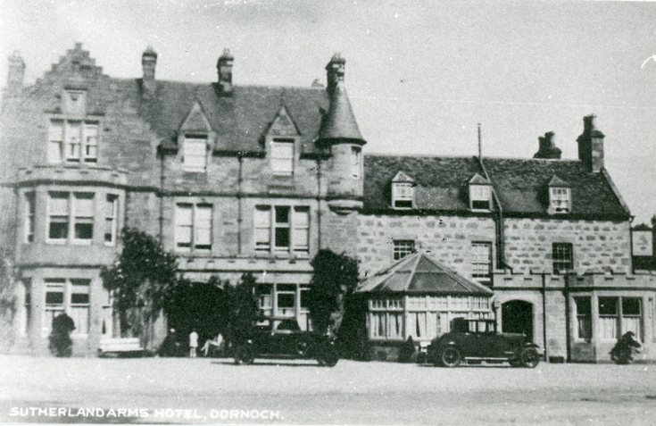 Cars parked at the Sutherland Arms Hotel