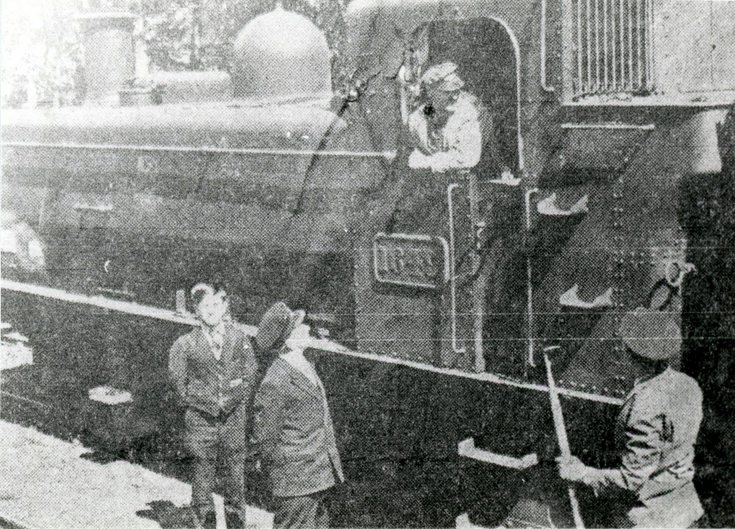 Locomotive 1649 and station staff Dornoch
