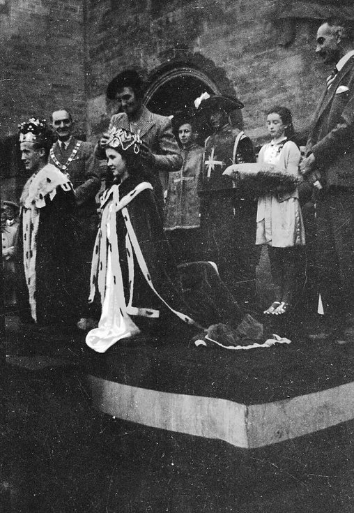1937 Coronation Pageant crowning of King and Queen