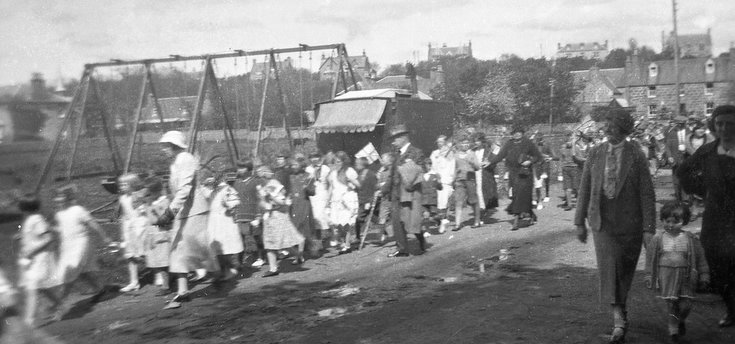 1928 Pageant children proceeding to Meadows Park