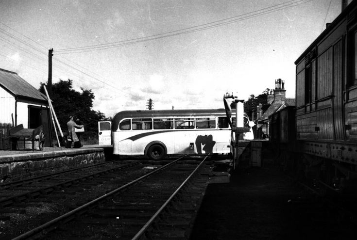 Precarious bus loading operation at Lairg Station