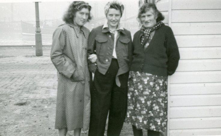 The three Mackays at leisure