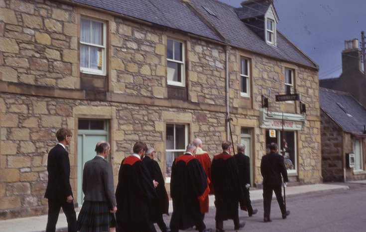 Members of the Town Council in procession