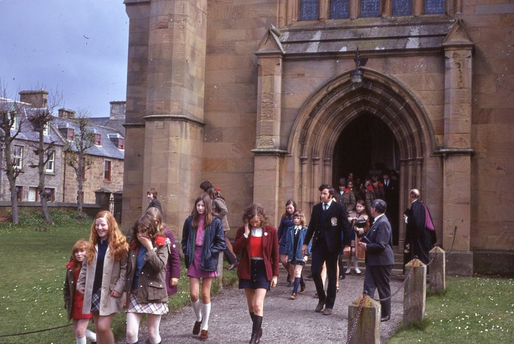 Congregation leaving Cathedral after 'Last' Kirk'