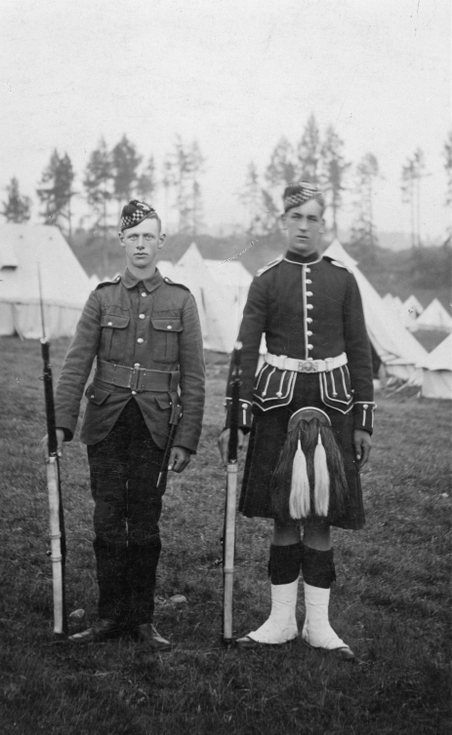 Two 5th Seaforth soldiers at camp