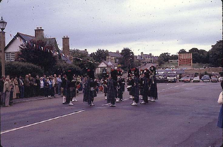 Pipe band in Dornoch Square