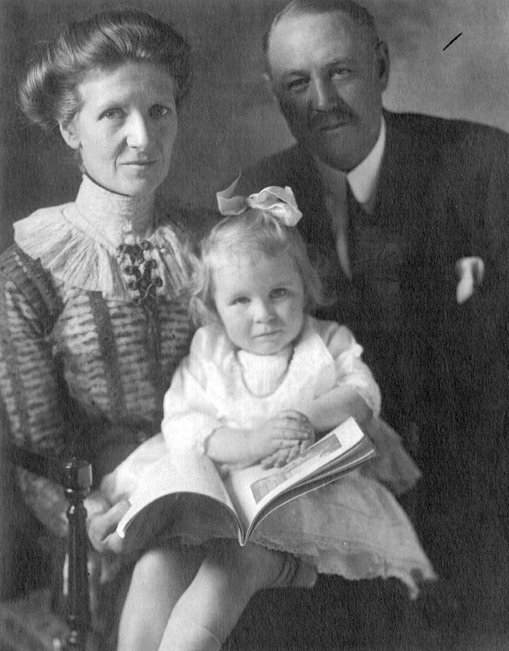 Donald Ross photos - Janet, Lillian and Donald Ross