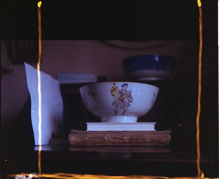 Decorated porcelain bowl