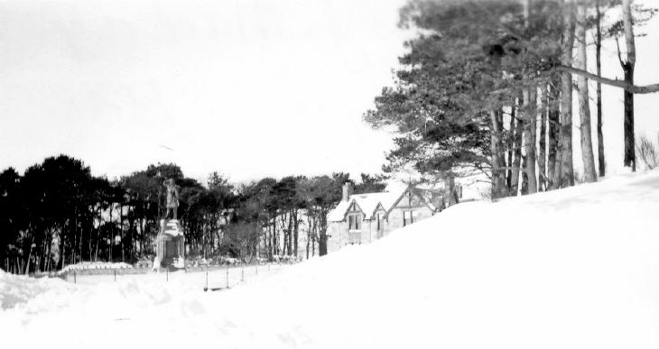 Snow Scenes Dornoch 1955 War Memorial
