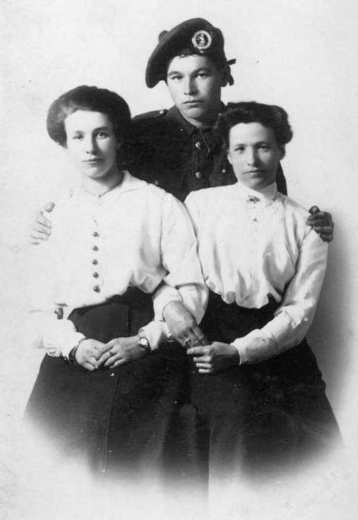 Annie Mackay, John Mackay and Nellie Mackay