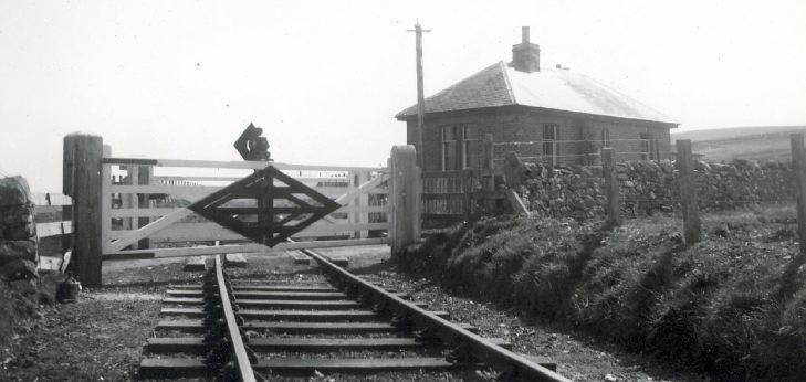 Skelbo railway level crossing