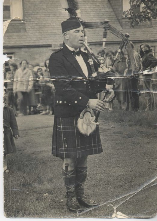 Pipe Major K D Macrae MBE at Edinburgh Castle