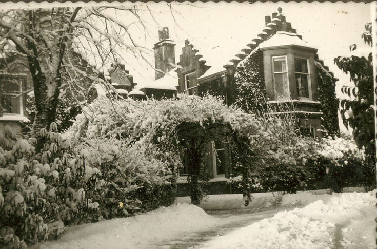 House and drive, in snow