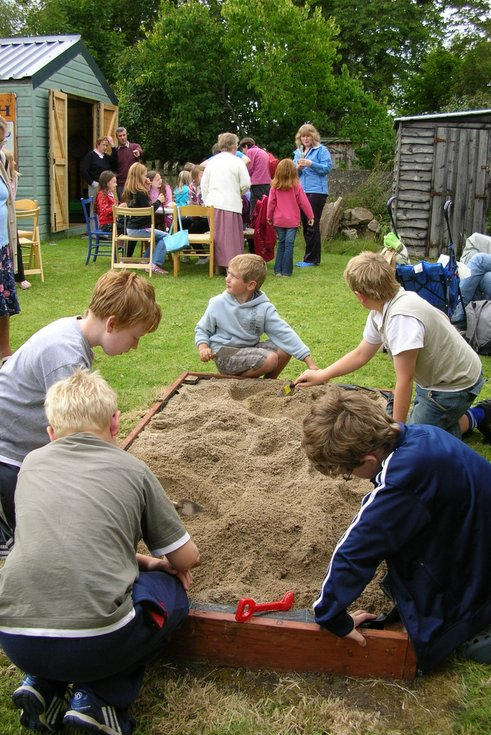 Historylinks Museum Childrens' Mock Archaeology dig 2008