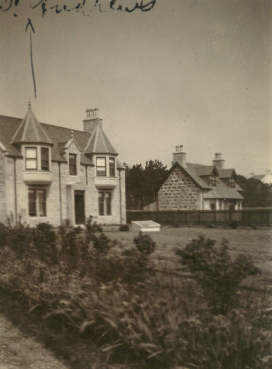 Photograph of house with annotation St Andrews