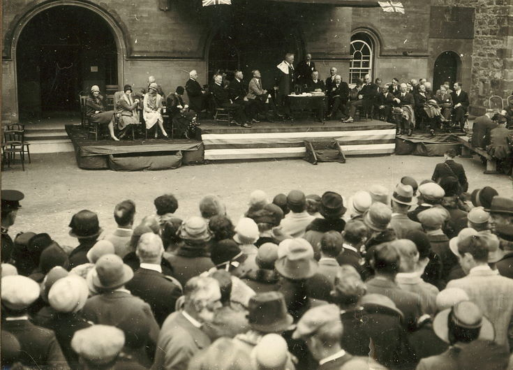 Crowd gathered in front of dias - Freedom of Burgh ceremony 1928