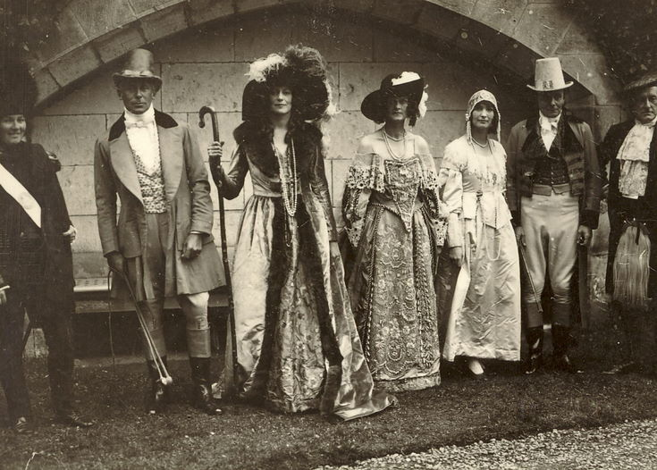 Performers in 1928 Pageant costume