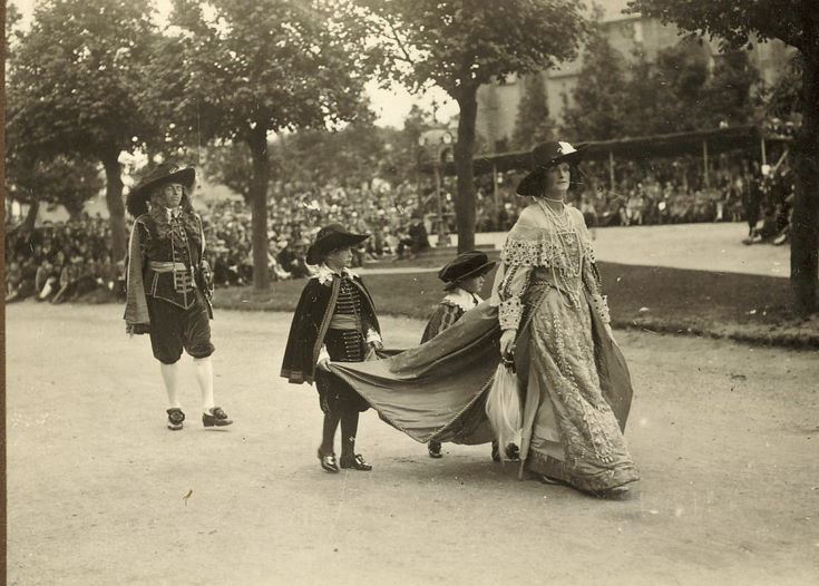 Lady with pages and attendant Dornoch Pageant 1928