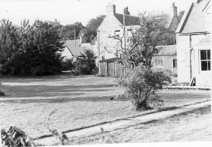 'The Meadows' house, Dornoch - garden and adjacent houses