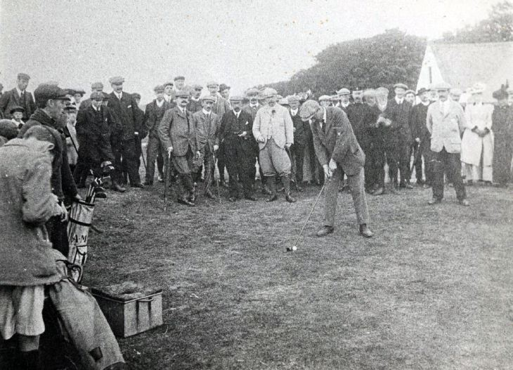 Arnaud Massey playing golf at Dornoch