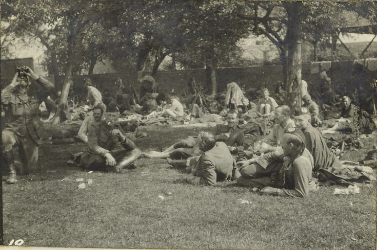 Halt at a farm during retreat the day after Mons