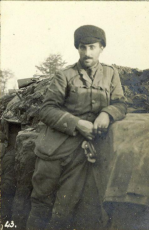 Lt. Robert Money and No.1 Machine Gun
