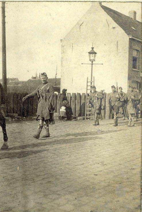 Argyll & Sutherland Highlanders marching at Vlamertinghe