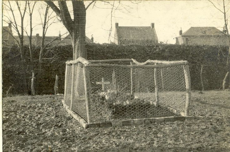 Full view Stirling's grave.  'Moat' farm