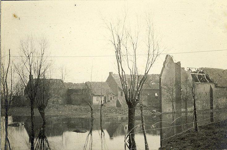 Grande Flamendrie farm fortified by Oakley..