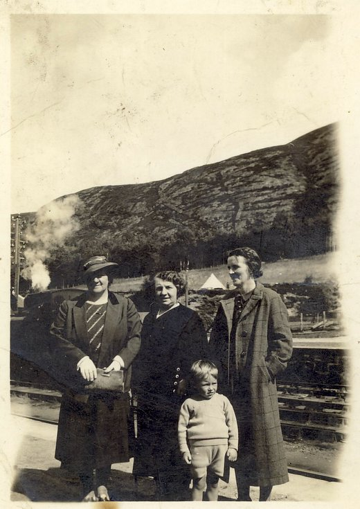 Margaret Button and sister at The Mound Station
