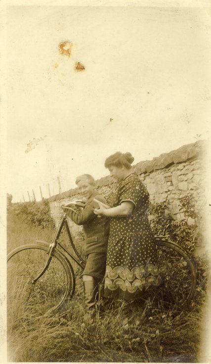 Kenneth Button and mother Megan c 1923