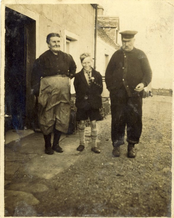 Kenneth Button snr with Lexy and Thomas Mackay of Embo c 1923