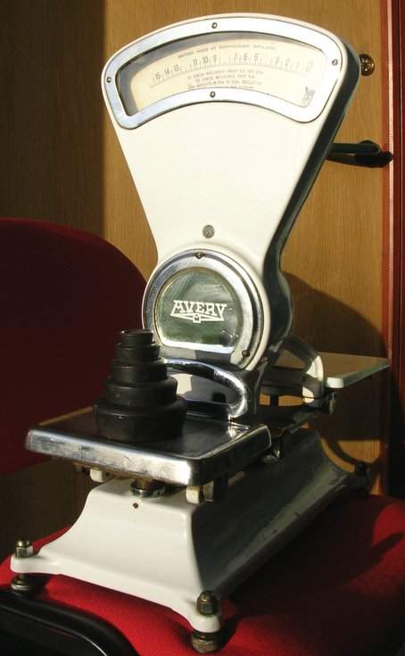 Shop scales with nesting weights made by Avery