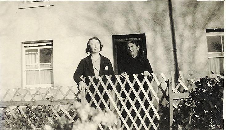 MacKay Family Photograph ~ Jemima Mackay (r.) and her daughter Jeannie
