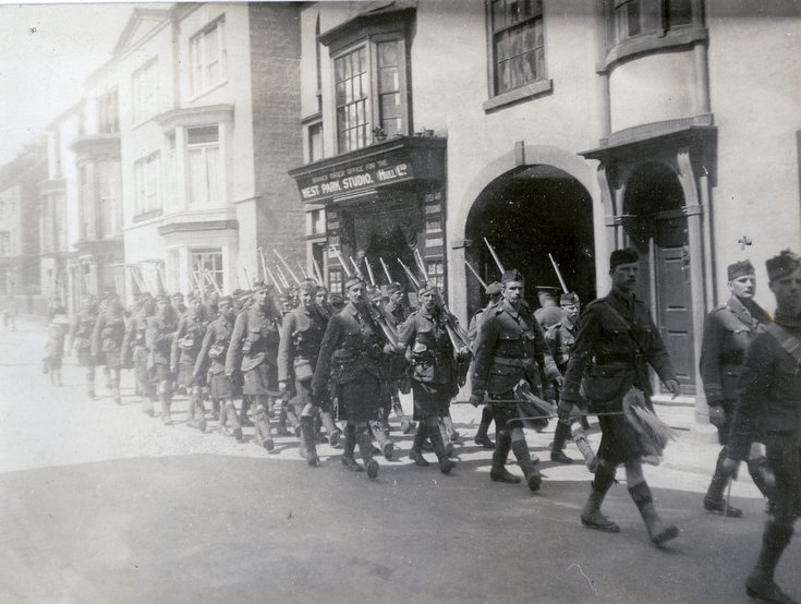 5th Seaford Highlanders leaving Bedford for France
