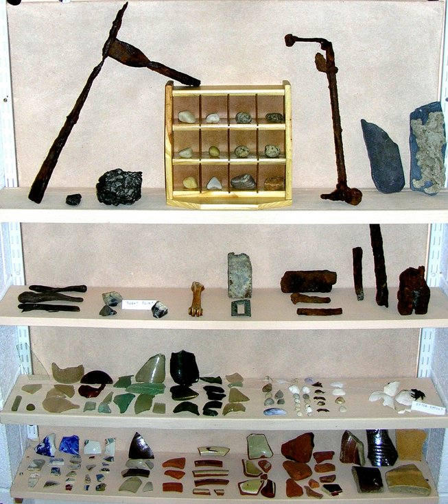 Dornoch Primary 6 display of finds at Meikle Ferry North site