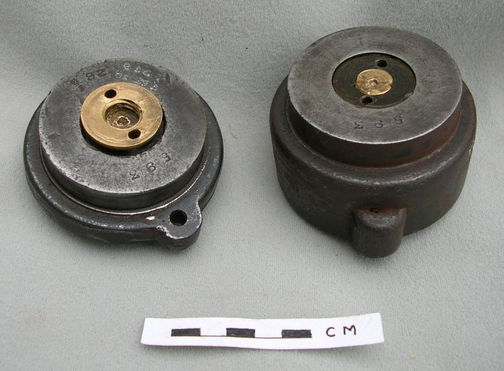 Exterior of mould for making gutta percha golf balls