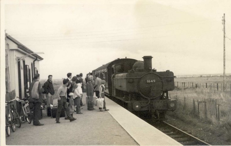Train arriving at Embo Station