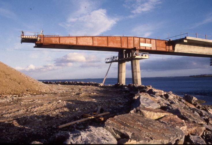 Final span reaching the north bank