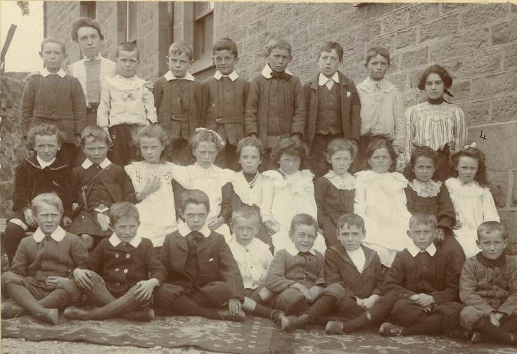 Class of Dornoch Burgh School, c.1910, Miss Macallan, teacher.