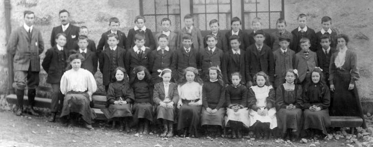 School group outside Dornoch Burgh School, including several classes.